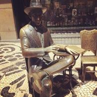 Pessoa_Statue